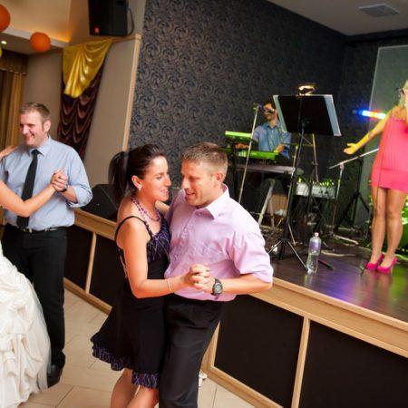 Esküvői tánc és a zenekar
