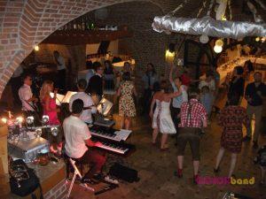 Bagolyvár-esküvő-zene