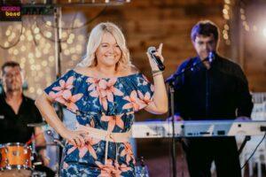 Énekesnő az álomesküvő része